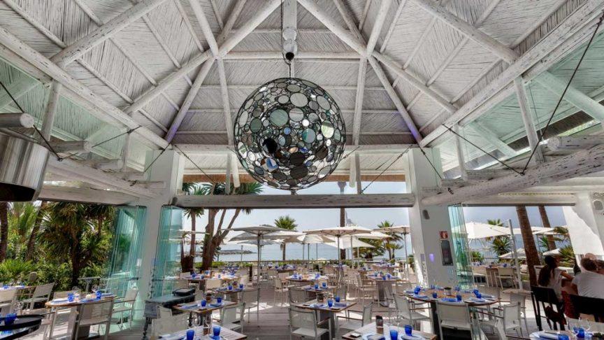 proyectos-comercial-sea-grill-restaurant-hotel-puente-romano-restaurante-techo-junco-africano-blanco