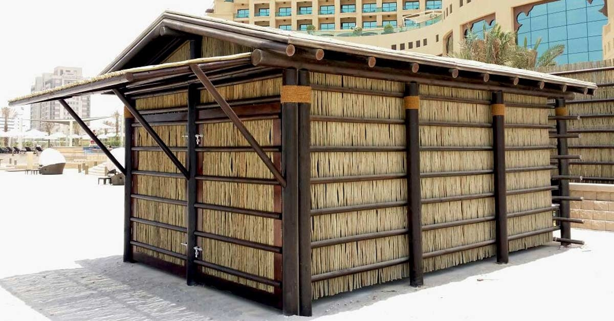 Caseta de madera formado por vigas de pino y listones de eucalipto