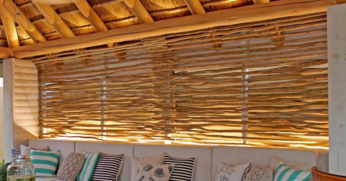 Biombo de madera con luces para crear un espacio unico para descansar