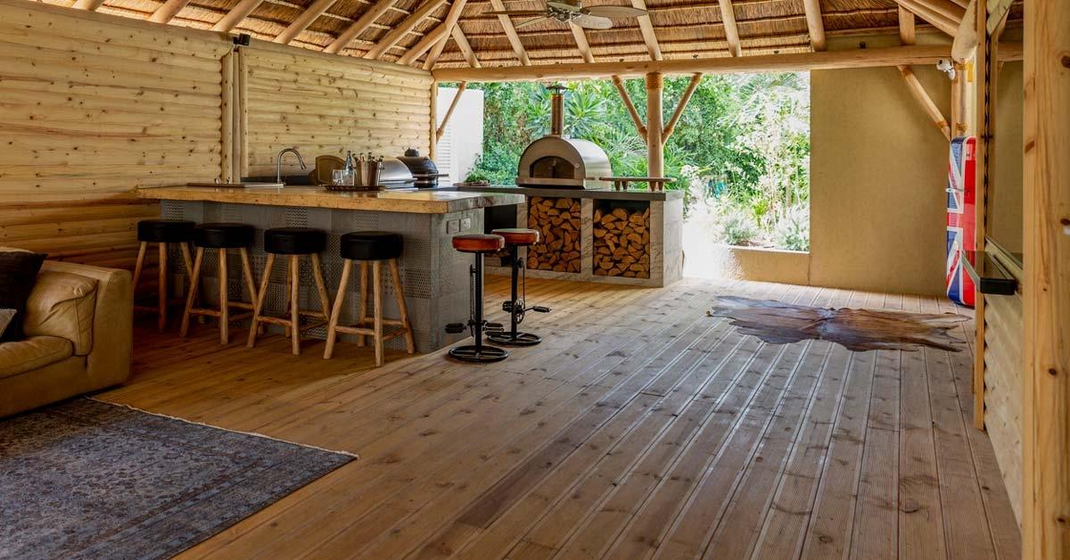 Tarima y revestimiento de madera