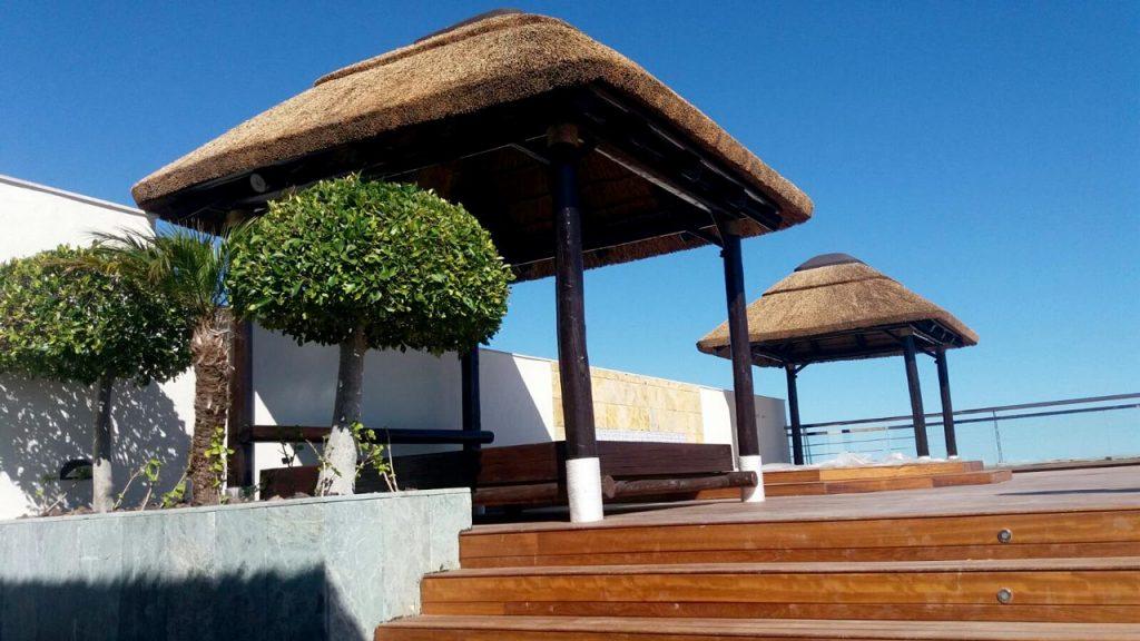 proyectos-comercial-gran-melia-don-pepe-atico-cama-madera-junco-africano