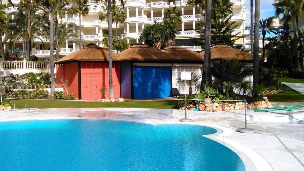 proyects-comercial-las-dunas-park-vestuario-junco-africano-piscina
