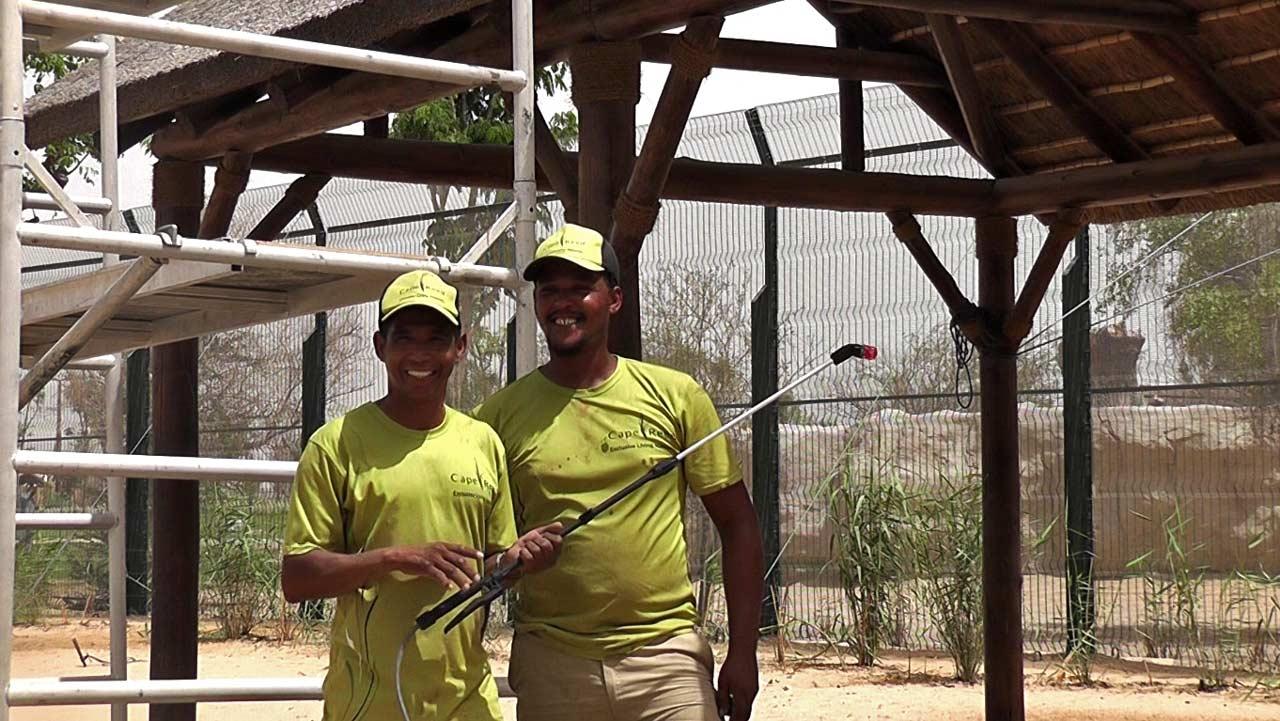 Cape Reed Fireshield protege la madera y cubiertas de junco africano del fuego
