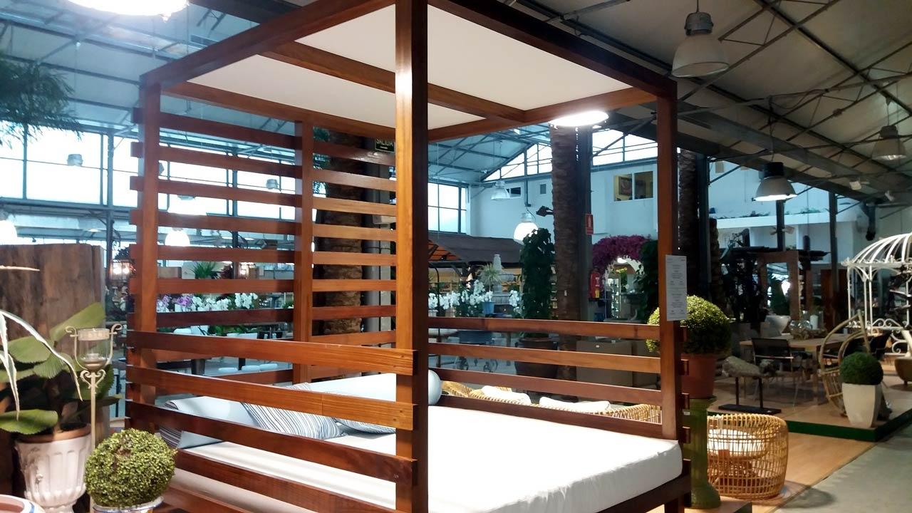 Cama de madera de iroko