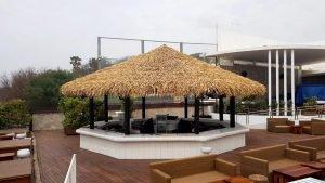 Bar con techo sintetico en Nikki Beach Marbella